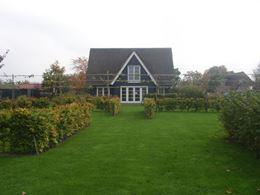 Tuin omgeven door weilanden